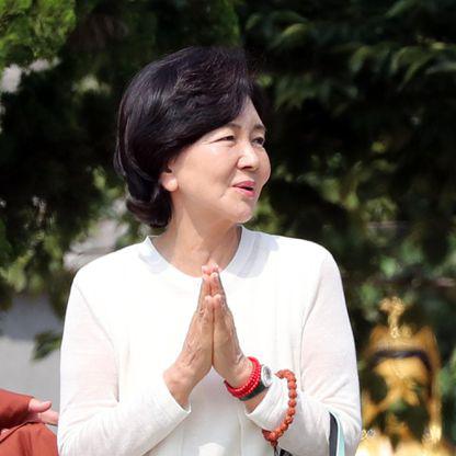 Người đàn bà quyền lực phía sau đế chế Samsung: Bóng hồng khiến cố chủ tịch Lee Kun Hee đến chết cũng không từ bỏ - ảnh 1