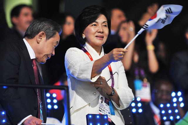 Người đàn bà quyền lực phía sau đế chế Samsung: Bóng hồng khiến cố chủ tịch Lee Kun Hee đến chết cũng không từ bỏ - ảnh 2