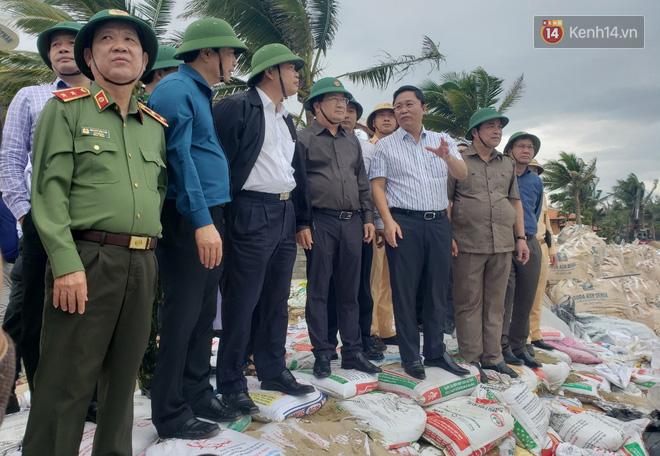 Phó thủ tướng Trịnh Đình Dũng: Bão số 9 mạnh và nguy hiểm nhất 20 năm trở lại đây tại miền Trung, tuyệt đối không được chủ quan - ảnh 5