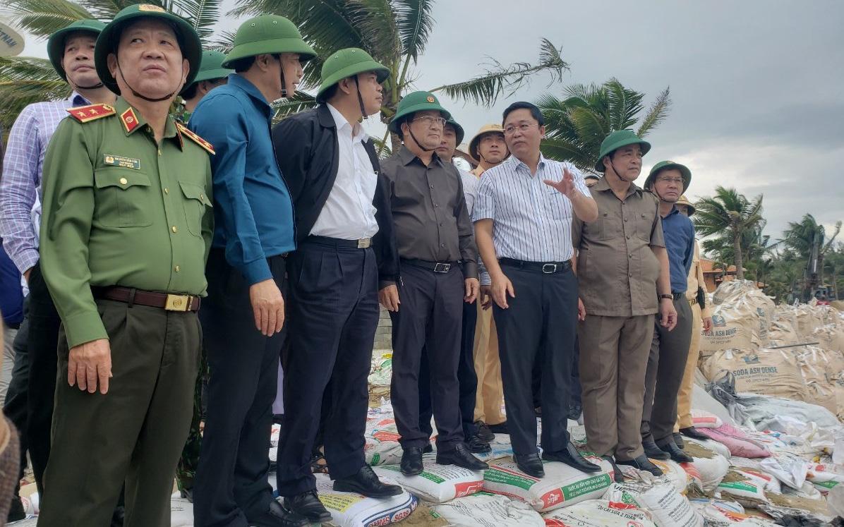 Phó Thủ tướng Trịnh Đình Dũng: Bão số 9 mạnh và nguy hiểm nhất 20 năm trở lại đây tại miền Trung, tuyệt đối không được chủ quan