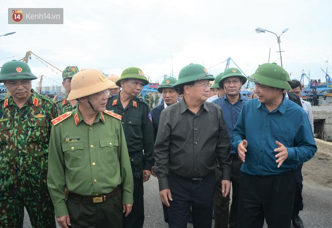Phó thủ tướng Trịnh Đình Dũng: Bão số 9 mạnh và nguy hiểm nhất 20 năm trở lại đây tại miền Trung, tuyệt đối không được chủ quan - ảnh 2