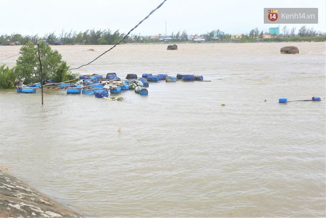 Bão số 9 quần thảo dữ dội trên đất liền: Quảng Nam sạt lở núi vùi lấp nhiều nhà, phần bão mạnh nhất hiện tập trung ở Gia Lai - Kon Tum - Ảnh 1.