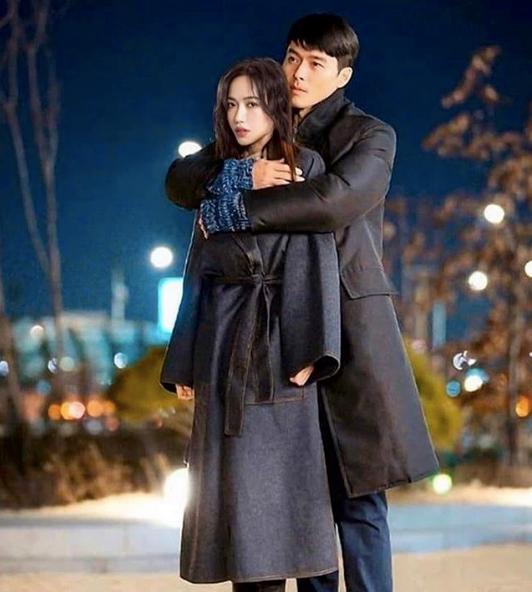 Diệu Nhi đích thị có trái tim nhiều ngăn nhất Vbiz: Hôm đưa G-Dragon phơi nắng, hôm được Hyun Bin ôm, nhận Lee Dong Wook là chồng - ảnh 2