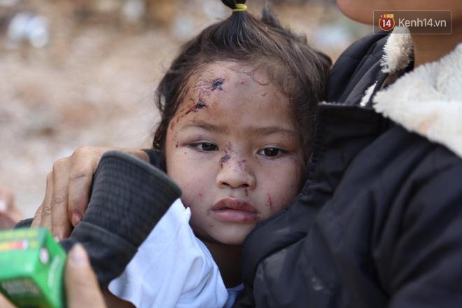 Ảnh: Xót xa những gương mặt trẻ thơ còn hằn nguyên nỗi sợ hãi sau vụ sạt lở đất kinh hoàng ở Trà Leng - ảnh 8