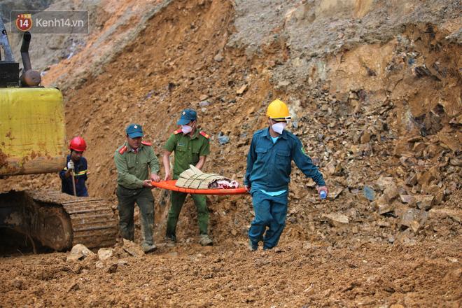 Vụ sạt lở kinh hoàng vùi lấp cả 1 ngôi làng ở Trà Leng: Tìm thấy thêm 3 thi thể, trong đó có 1 trẻ nhỏ - ảnh 2