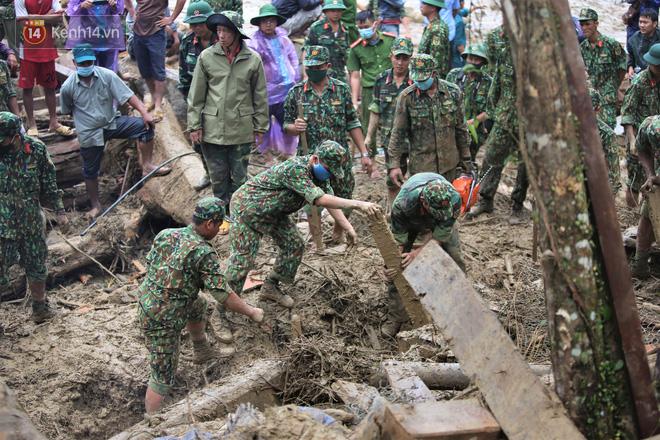 Vụ sạt lở kinh hoàng vùi lấp cả 1 ngôi làng ở Trà Leng: Tìm thấy thêm 3 thi thể, trong đó có 1 trẻ nhỏ - ảnh 1