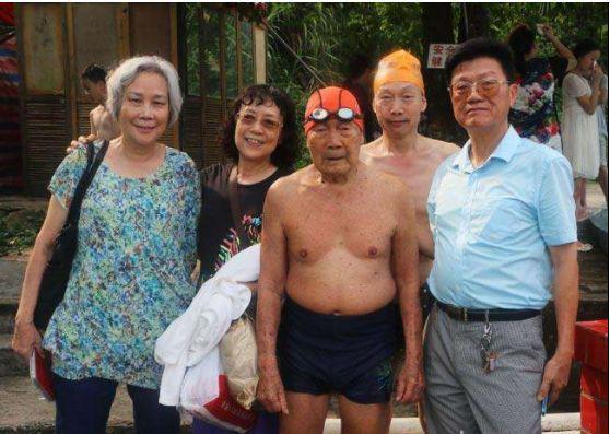 99 tuổi vẫn bơi sương sương 15km không cần nghỉ, bác sĩ chia sẻ 3 bí quyết sống lâu tránh xa bệnh tật - ảnh 4
