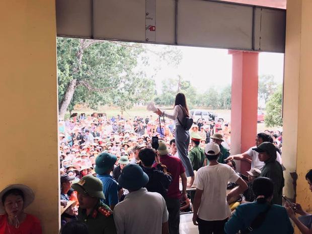 Thuỷ Tiên thông báo ngừng hỗ trợ tại Hải Lăng, Quảng Trị do có nhiều người khá giả đeo vàng, sơn móng chân đến nhận tiền - ảnh 2