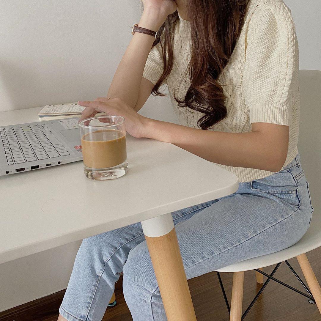 Ngắm 10 mẫu áo len cộc tay xinh chuẩn Hàn này, bạn sẽ muốn sắm bằng hết để diện dần  - Ảnh 9.