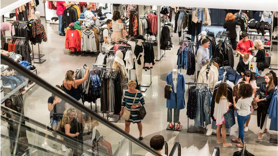 Fast Fashion - Sức hút không thể chối từ và Hệ luỵ không thể chối cãi - Ảnh 4.