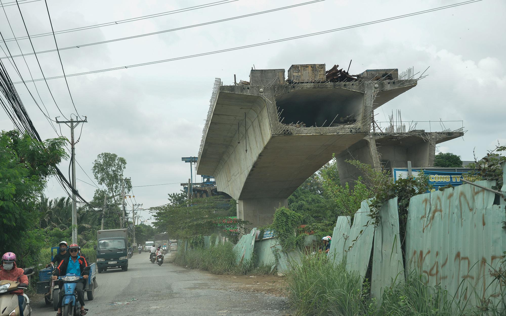 Những cây cầu hàng trăm tỷ xây mãi chưa xong, có dự án làm được một nửa rồi bỏ mặc gần 20 năm ở Sài Gòn