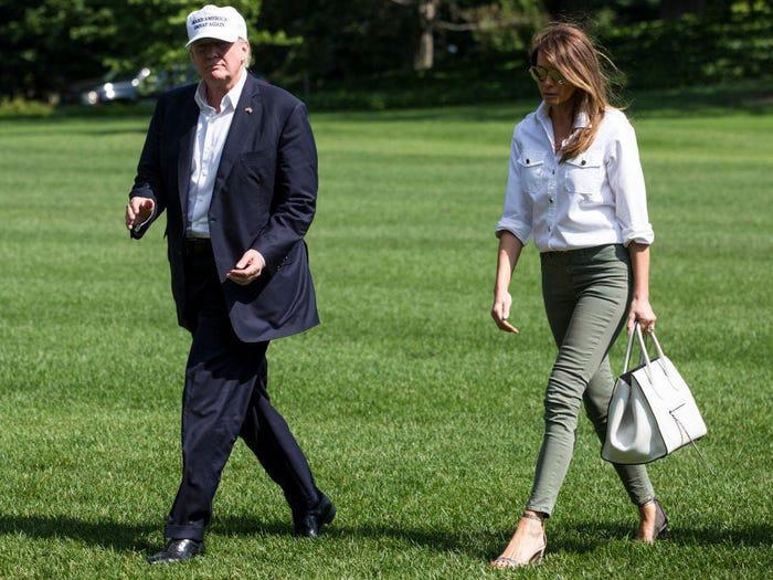 Suốt 4 năm chồng đắc cử Tổng thống Mỹ, cũng có vài lần bà Melania Trump diện đồ bình dân, nhưng bão tố vẫn cứ ập đến bất kỳ lúc nào - Ảnh 9.