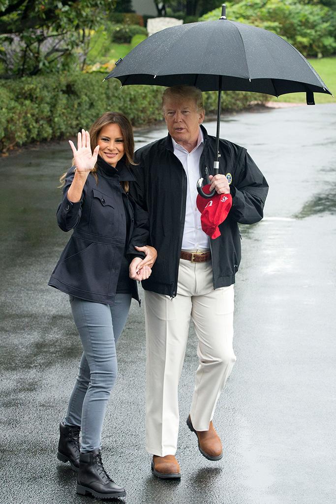 Suốt 4 năm chồng đắc cử Tổng thống Mỹ, cũng có vài lần bà Melania Trump diện đồ bình dân, nhưng bão tố vẫn cứ ập đến bất kỳ lúc nào - Ảnh 11.