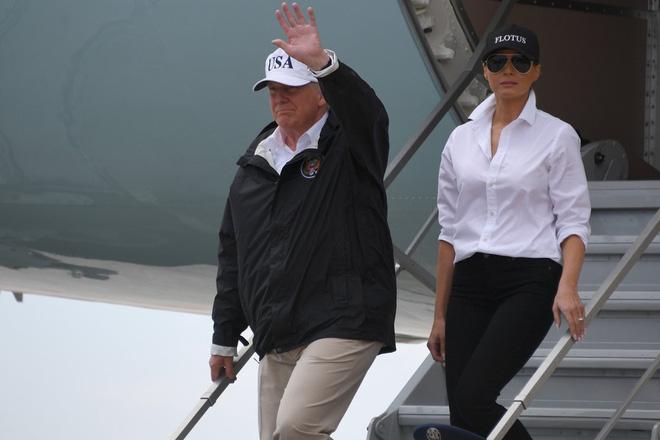 Suốt 4 năm chồng đắc cử Tổng thống Mỹ, cũng có vài lần bà Melania Trump diện đồ bình dân, nhưng bão tố vẫn cứ ập đến bất kỳ lúc nào - Ảnh 7.