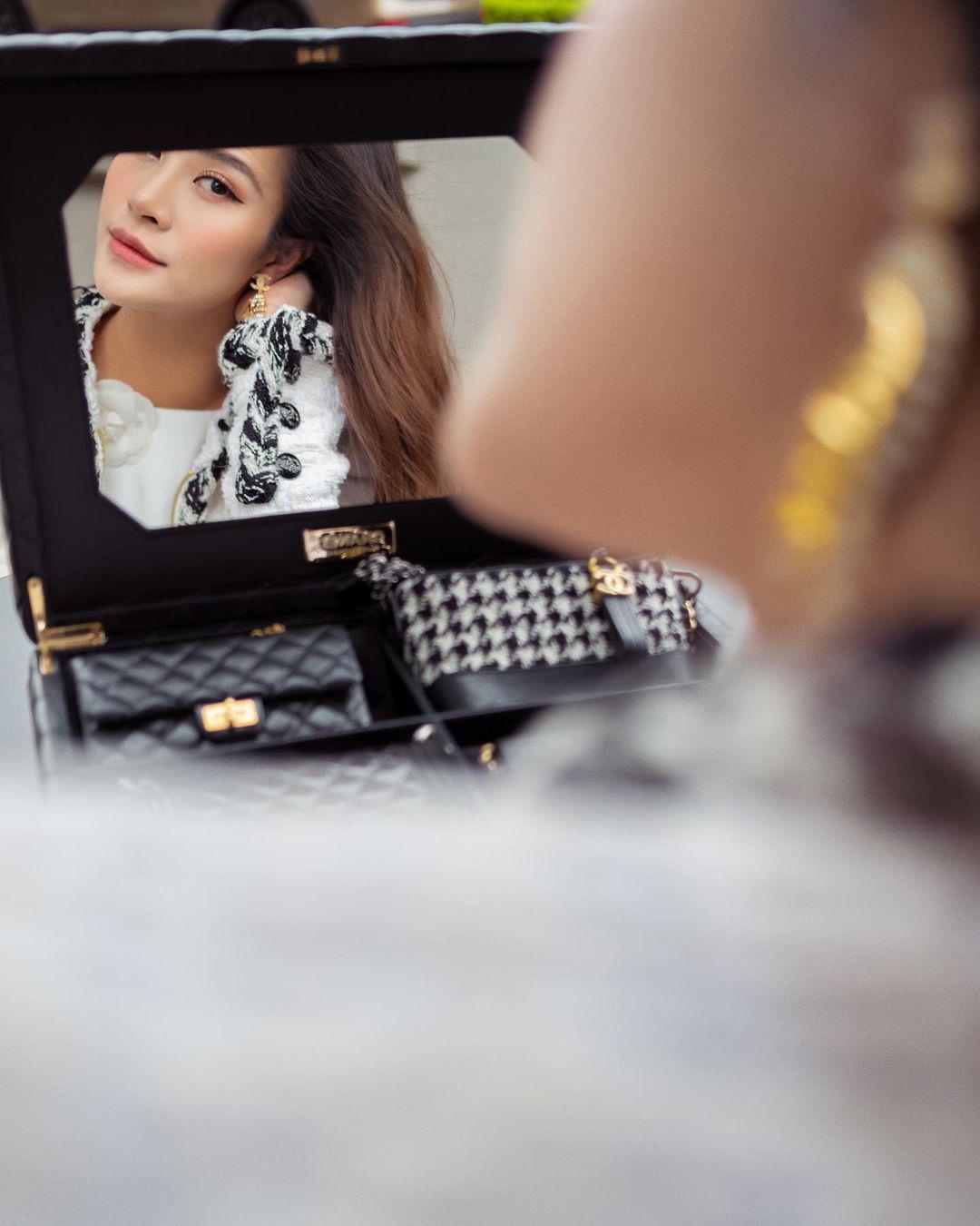 Đông Nhi chi 700 triệu sắm bộ túi Chanel tí hon, quyết không thua kém Ngọc Trinh, Cường Đô La - Ảnh 4.