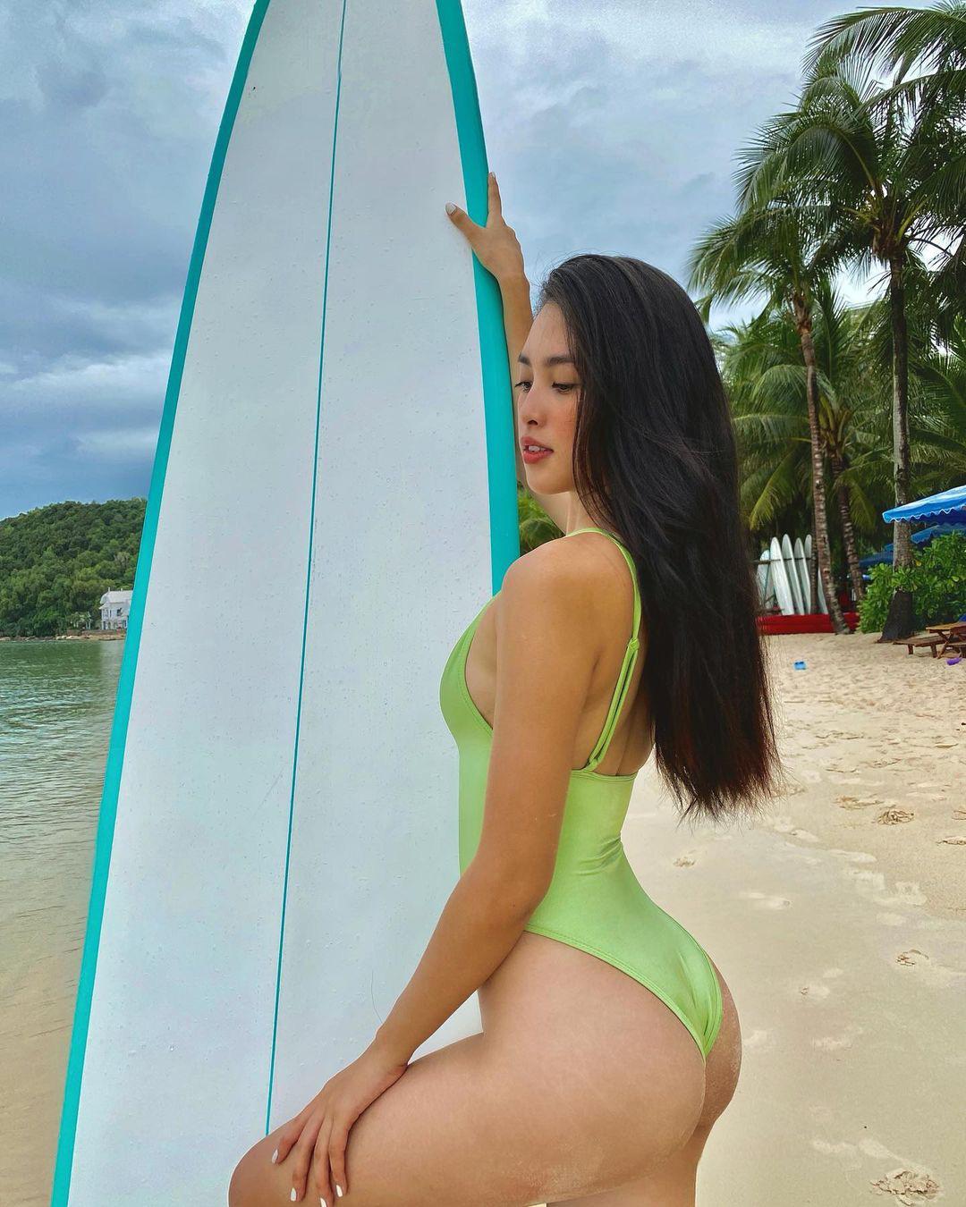 Instagram look của sao Việt tuần qua: Ngọc Trinh diện crop top cài đúng 1 chiếc khuy, 3 mỹ nhân khoe dáng với bikini cực gắt - Ảnh 9.