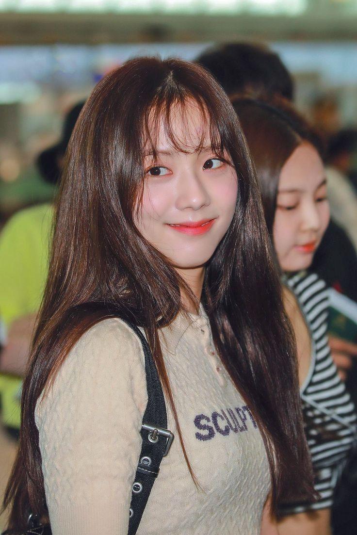"""Jisoo khoe makeup """"quả đào"""", môi căng bóng khiến các nàng chỉ muốn muốn """"bái bai"""" son lì và kiểu hoạ mặt đậm - Ảnh 4."""