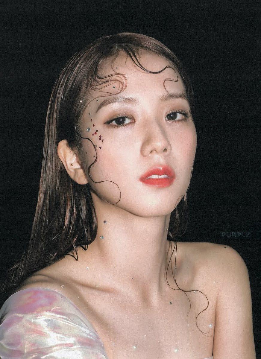 """Jisoo khoe makeup """"quả đào"""", môi căng bóng khiến các nàng chỉ muốn muốn """"bái bai"""" son lì và kiểu hoạ mặt đậm - Ảnh 5."""