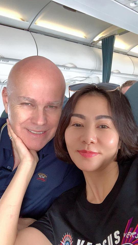 Nhận quà Valentine sớm: Á hậu Tú Anh chiều đập hộp, tối diện luôn để nịnh chồng; Thu Minh lại hành động trái ngược - Ảnh 5.