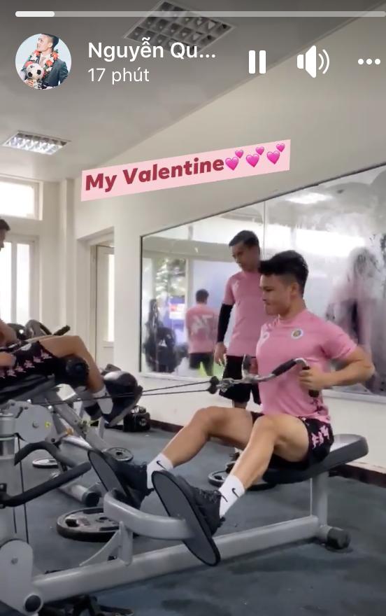 Quang Hải miệt mài tập gym, Bùi Tiến Dũng bán socola dạo trong ngày valentine: Toàn cực phẩm mà lại FA thế này - Ảnh 2.