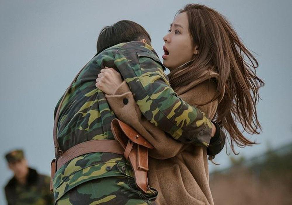 V-day xem ngay Crash Landing On You cực đúng bài: Đã là định mệnh thì có phải xuyên biên giới, vẫn tìm thấy người yêu! - Ảnh 8.