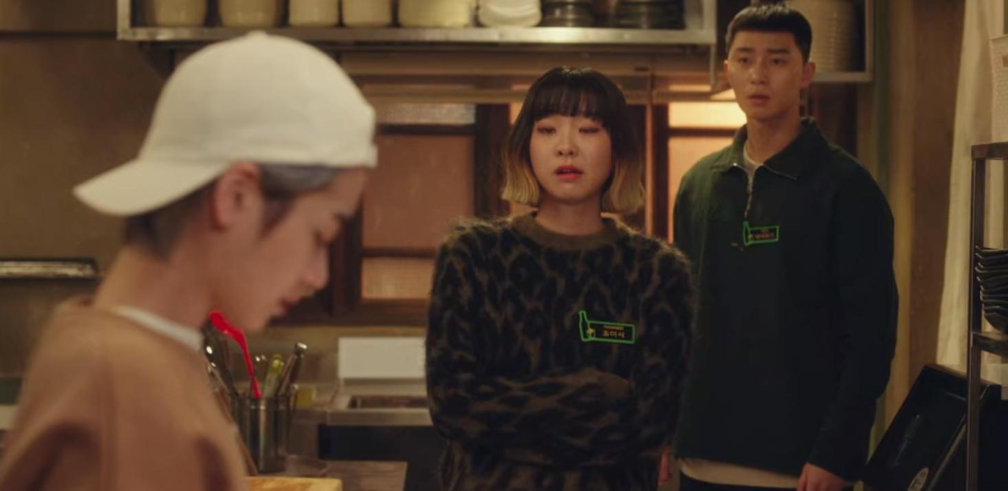 Vì chủ quán đẹp trai Park Seo Joon, gái hư Kim Da Mi tung liên hoàn tát, triệt hạ ác nữ với một nốt nhạc ở Tầng Lớp Itaewon tập 5 - Ảnh 6.