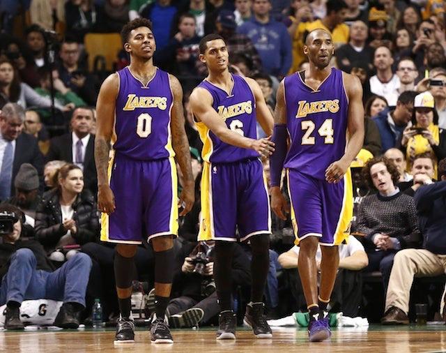 Phốt căng của cựu sao bóng rổ: Được tặng áo dùng để tri ân Kobe Bryant nhưng lại đem bán trên MXH còn nhận luôn mình là người thiết kế - Ảnh 1.