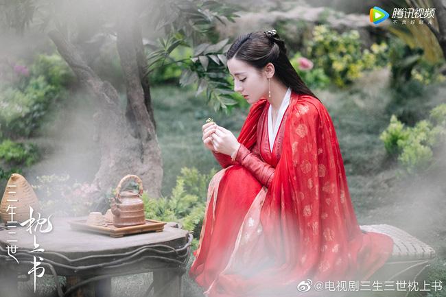 Trai đẹp U50 Quách Phẩm Siêu vừa xuất hiện ở Chẩm Thượng Thư đã nhanh tay ẵm bồng Địch Lệ Nhiệt Ba lên giường? - Ảnh 1.