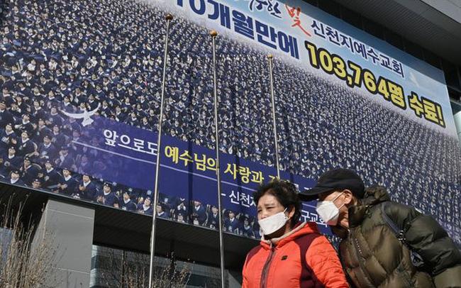 Số ca nhiễm tăng hơn 2000% trong 1 tuần, chỉ 1 bệnh nhân khiến Hàn Quốc lao đao như thế nào? - ảnh 1