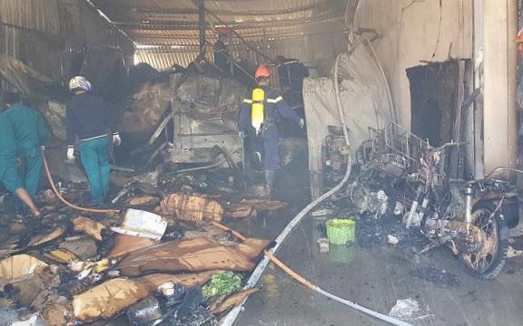 Lâm Đồng: Kho lạnh chứa hoa hồng cháy rụi, 3 trẻ em may mắn thoát nạn
