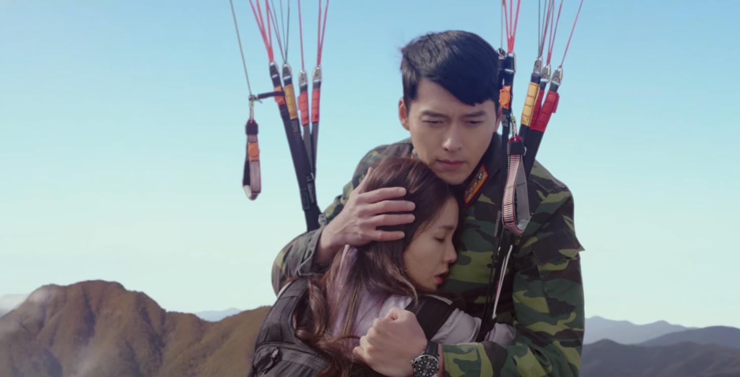 5 lần Hyun Bin cứu mạng Son Ye Jin trong Crash Landing On You: Hết nhận làm hôn thê lại cưỡng hôn chị đẹp? - Ảnh 8.