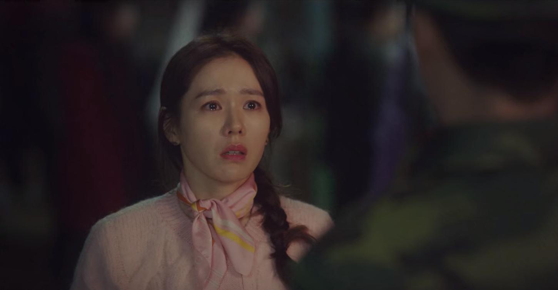 5 lần Hyun Bin cứu mạng Son Ye Jin trong Crash Landing On You: Hết nhận làm hôn thê lại cưỡng hôn chị đẹp? - Ảnh 10.