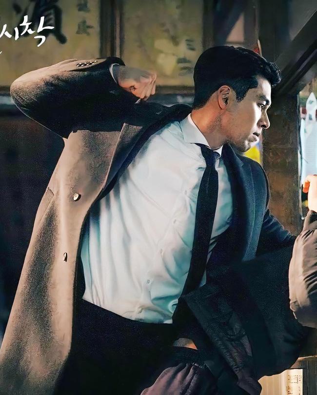5 lần Hyun Bin cứu mạng Son Ye Jin trong Crash Landing On You: Hết nhận làm hôn thê lại cưỡng hôn chị đẹp? - Ảnh 12.