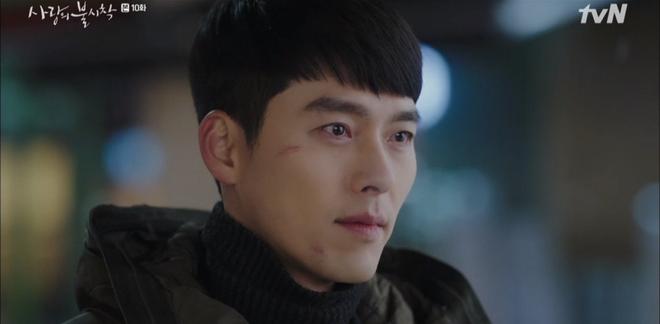 5 lần Hyun Bin cứu mạng Son Ye Jin trong Crash Landing On You: Hết nhận làm hôn thê lại cưỡng hôn chị đẹp? - Ảnh 11.