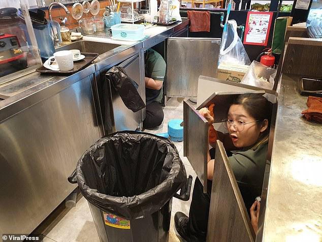 Nhân chứng sống sót kể lại đêm kinh hoàng khi mắc kẹt trong trung tâm thương mại với kẻ xả súng máu lạnh ở Thái Lan - Ảnh 3.