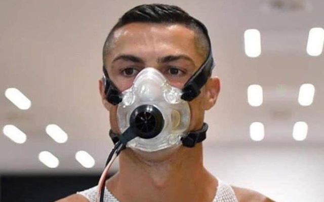 Siêu sao người Bồ Đào Nha Ronaldo bị cách ly 14 ngày, gửi lời nhắn nhủ fan giữa mùa dịch Covid-19