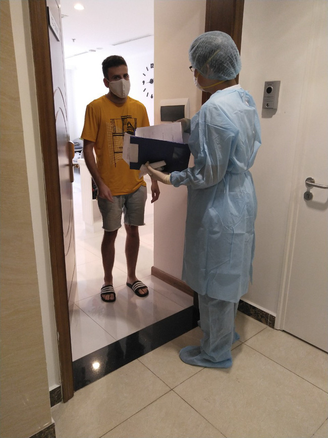 TP.HCM: Hàng chục hộ dân chung cư cao cấp có bệnh nhân nhiễm Covid-19 đóng cửa, không hợp tác lấy mẫu xét nghiệm - ảnh 3
