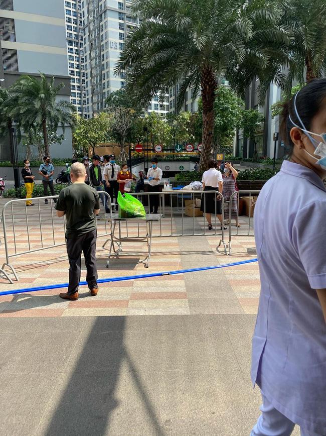 TP.HCM: Hàng chục hộ dân chung cư cao cấp có bệnh nhân nhiễm Covid-19 đóng cửa, không hợp tác lấy mẫu xét nghiệm - ảnh 5