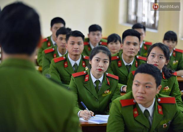Những trường Đại học vẫn cho sinh viên đến trường suốt mùa dịch Covid-19 - ảnh 4