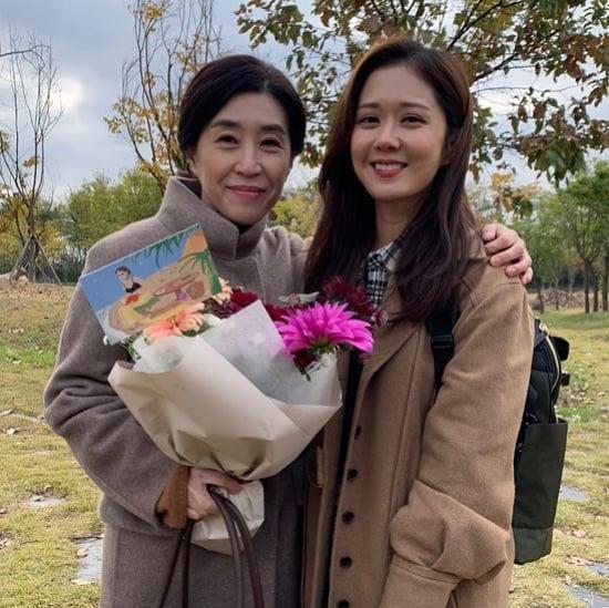 Mẹ 2 con Kim Tae Hee đẹp mỹ miều ở hậu trường, nhưng netizen lại không thể rời mắt khỏi diễn viên U60 The Heirs - ảnh 7