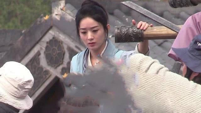 Rộ tin Triệu Lệ Dĩnh mặt nặng mày nhẹ trên phim trường với Chu Khiết Quỳnh vì bị đàn em giở thủ đoạn sau lưng - ảnh 4