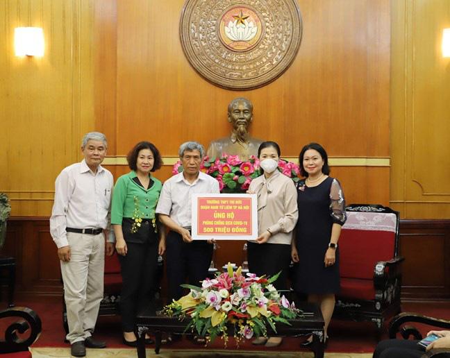 Trường THPT ở Hà Nội quyên góp nửa tỷ đồng cho công tác phòng, chống dịch COVID-19 - ảnh 1