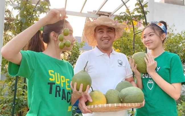 Con gái MC Quyền Linh lại gây thương nhớ khi xuất hiện trong biệt thự vườn ngập hoa trái được định giá 21 tỷ - ảnh 1