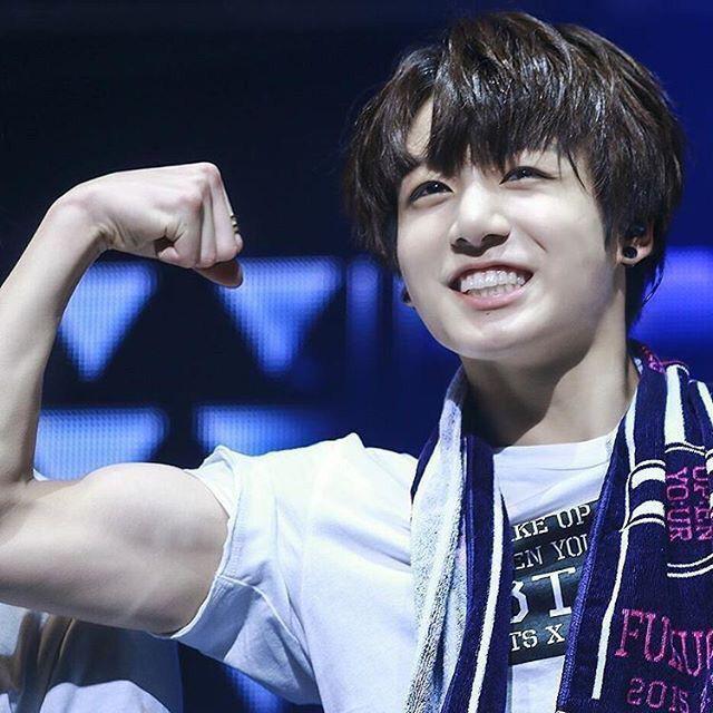Rớt hết liêm sỉ trước màn cởi áo khoe body mãn nhãn của Jungkook (BTS) và tất cả là nhờ công của anh cả Jin! - ảnh 7