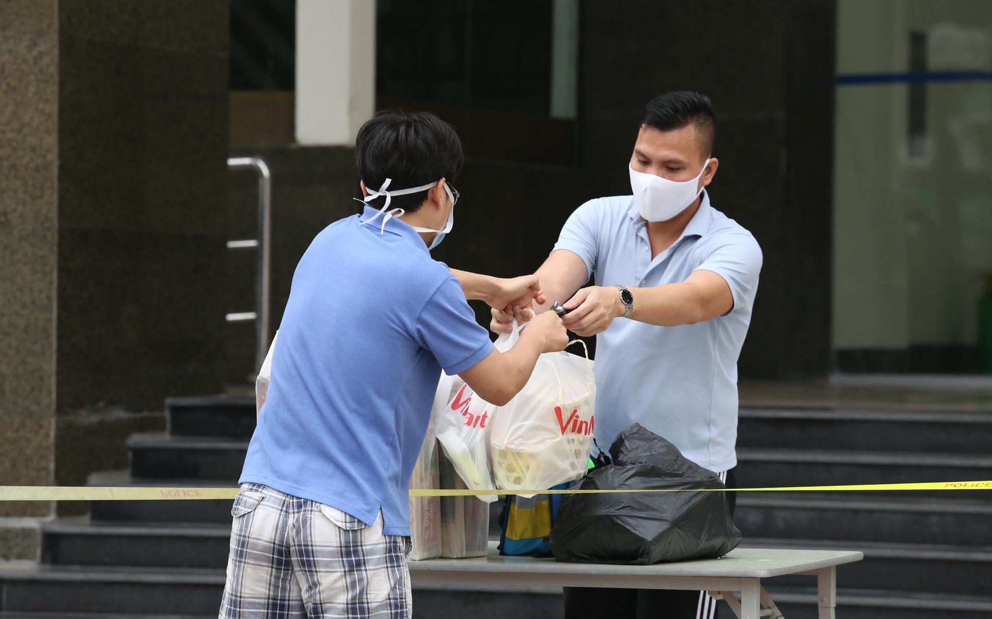 Bệnh nhân 183 là phóng viên từng phỏng vấn ca nhiễm Covid-19 người Pháp, tòa chung cư 30 tầng đã được khoanh vùng, khử khuẩn