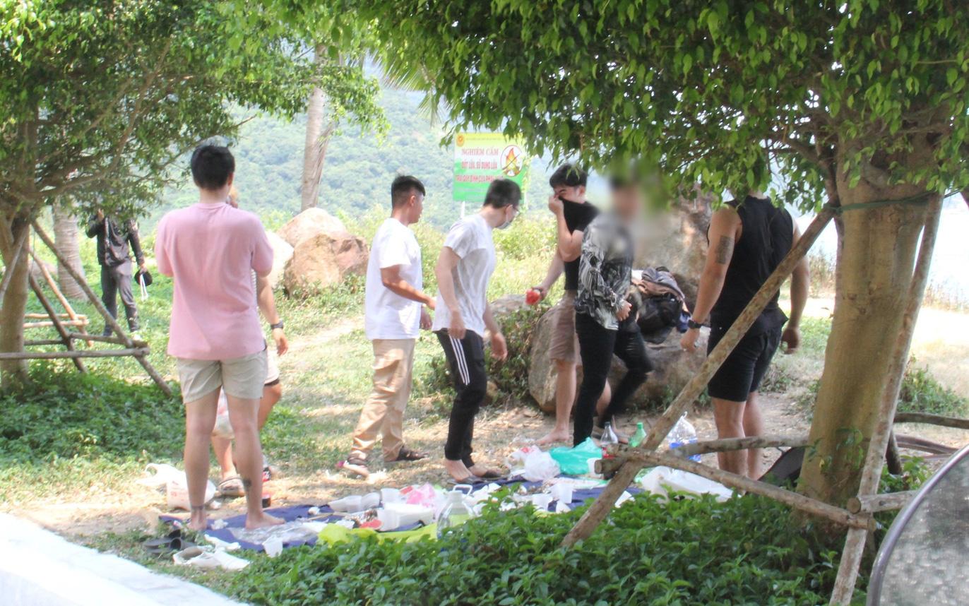 Hàng trăm người ở Đà Nẵng lên rừng tụ tập trong đợt cao điểm phòng chống dịch Covid-19