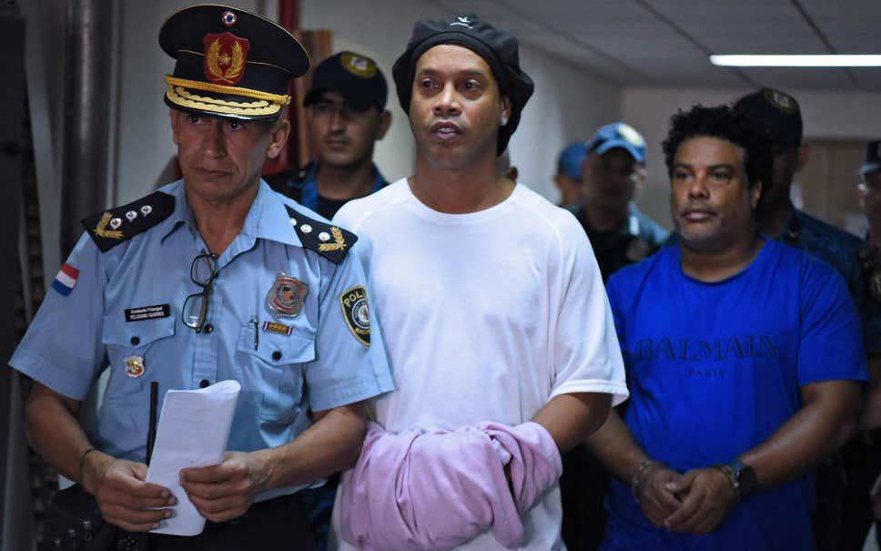 Ronaldinho lần đầu chia sẻ về những ngày tháng phải ngồi tù: Tôi sốc nặng khi biết mình bị tống giam. Thật không thể tưởng tượng nổi!
