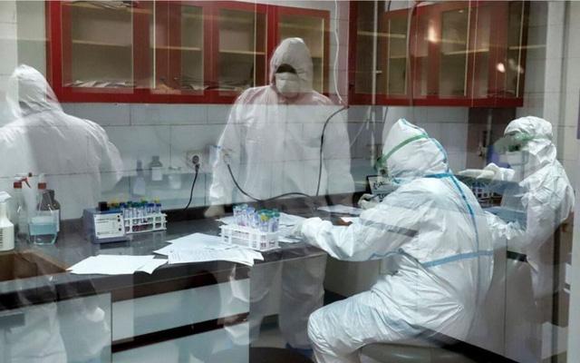 BN185 và BN188 nâng tổng số ca nhiễm liên quan đến BV Bạch Mai lên 18: 1 bệnh nhân nằm khoa thần kinh, 1 nhân viên cung cấp nước sôi