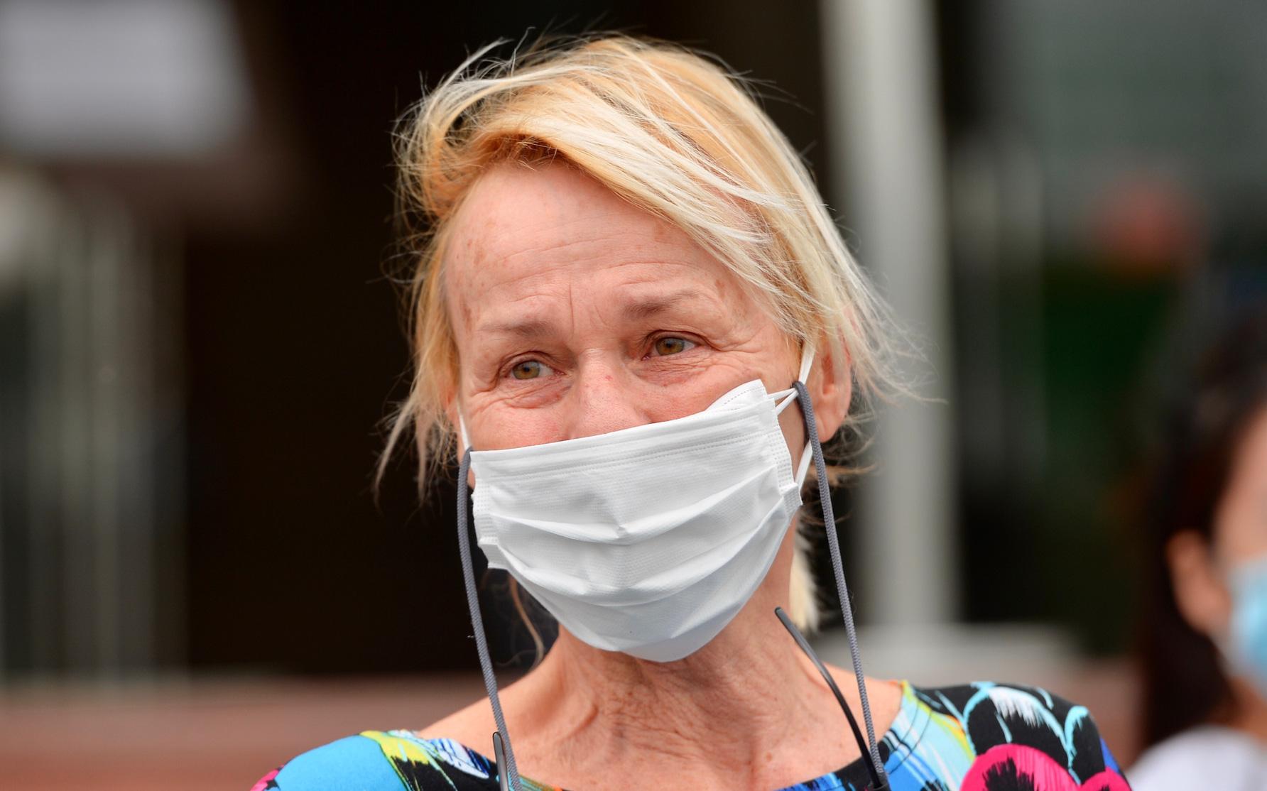 Bệnh nhân 24 rơm rớm nước mắt trong ngày khỏi bệnh: ''Tôi từng nghĩ mình đã cận kề cái chết, nhưng các bác sĩ Việt Nam đã cứu tôi''