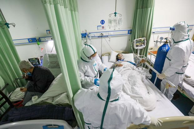 Nữ bác sĩ kiên cường khi đồng nghiệp và bố mẹ nhiễm virus corona: Nếu chúng tôi cũng ngã xuống, ai sẽ chữa trị cho mọi người? - Ảnh 2.